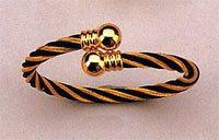 Magnetic Bracelet, Black/Gold Twist