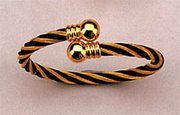 Magnetic Bracelet, Black/Gold Twist